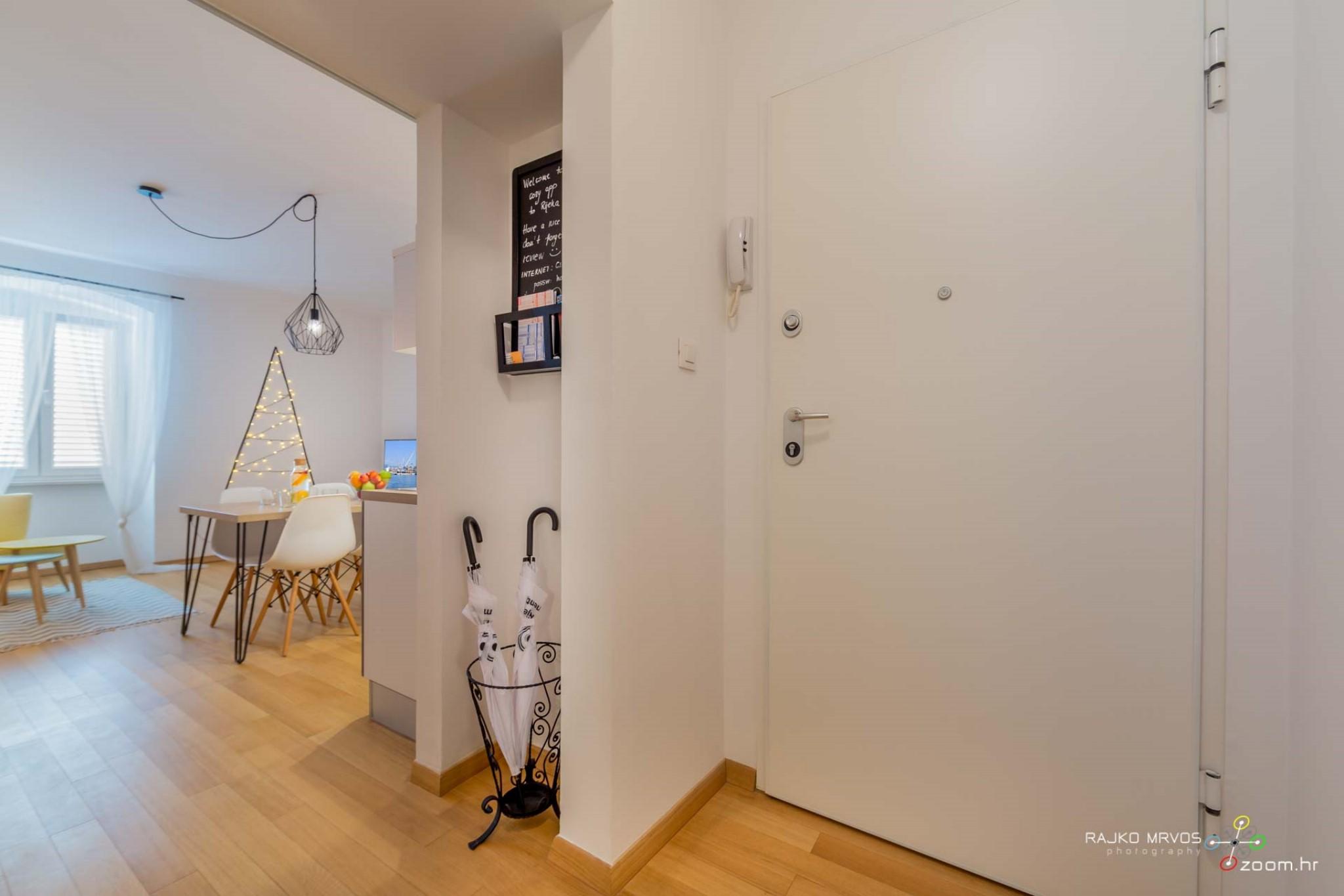 fotograf-interijera-fotograf-eksterijera-slikanje-apartmana-Central-Rijeka-Apartments-1