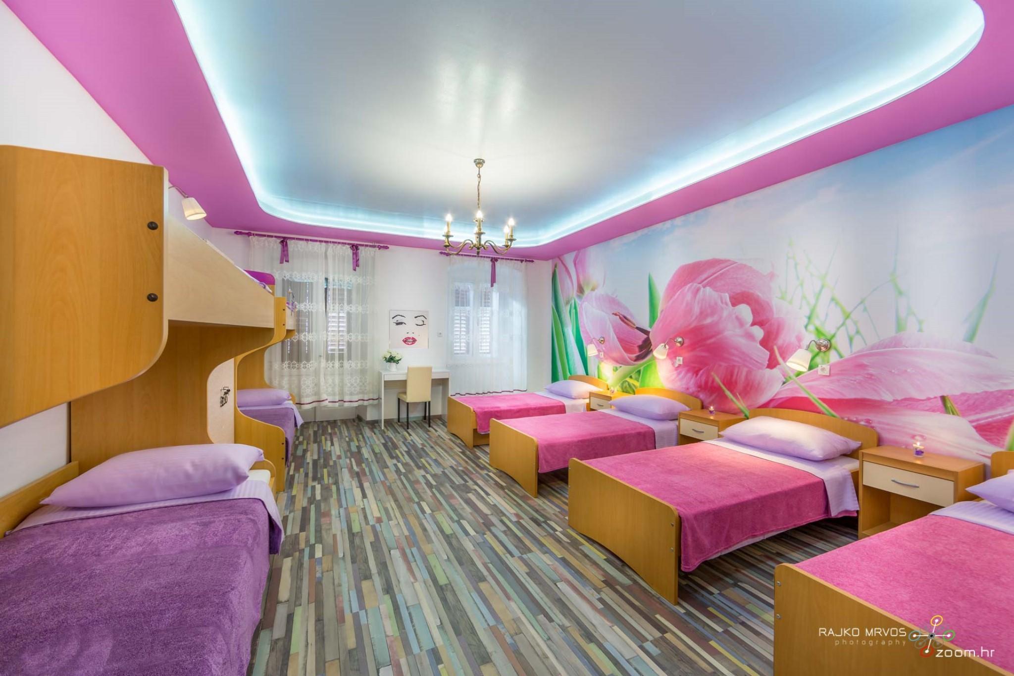 fotografiranje-interijera-fotograf-eksterijera-apartmana-vila-kuca-hostela-Happy-Hostel-1